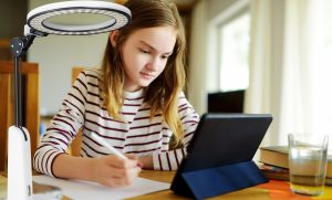 How To Choose The Best Desk Lamp For Students